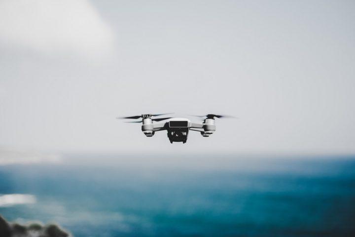 Con un drone da 300 grammi serve l'attestato?